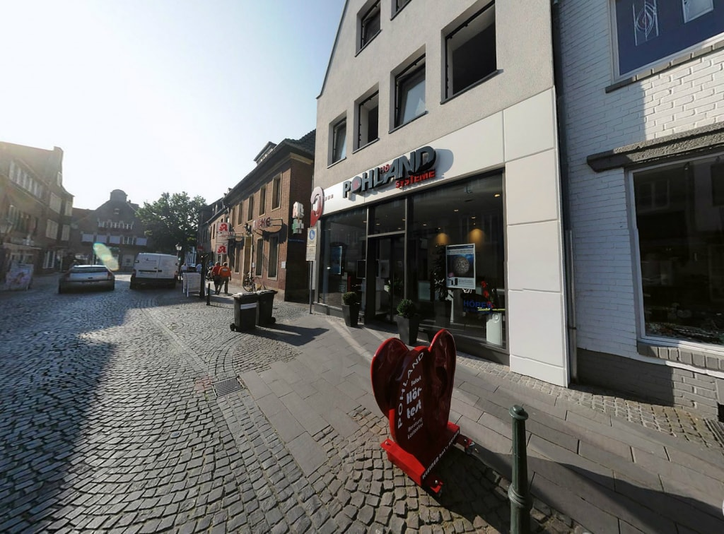 Hoergeraete-Goch-Pohland-Filiale-Aussenansicht-Eingang-1466x1082-1024x756-min